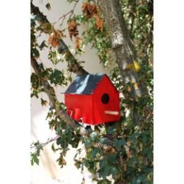 Nichoir à oiseaux en métal rouge